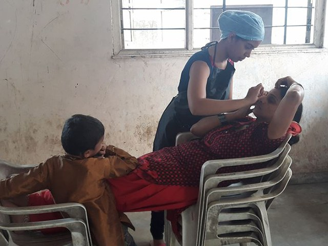 free-haircut-underpriviledged-students (1)