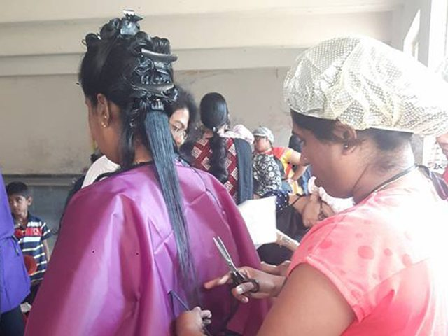 free-haircut-underpriviledged-students (2)