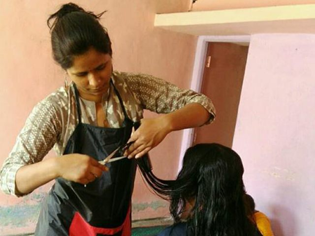free-haircut-underpriviledged-students (6)